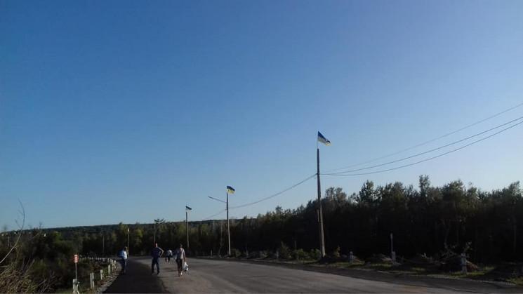 Українські прапори знову майорять біля м…
