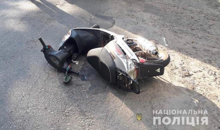 На Липовецькій зіткнулися автомобіль і м…