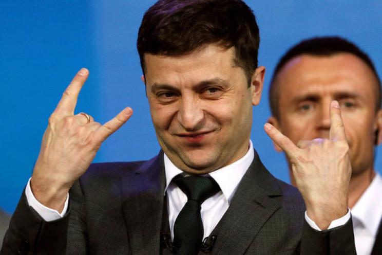Зеленский заметил нелегальные АЗС на Ров…