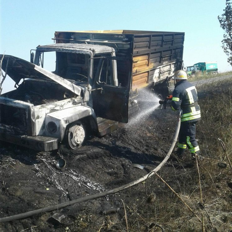 На запорізькій автодорозі спалахнула ван…