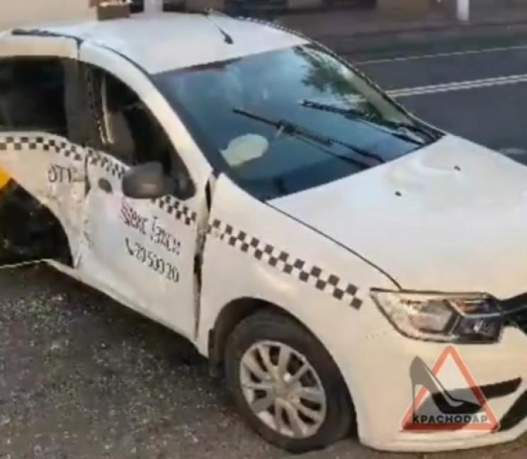 В Краснодарі водій таксі спровокував ДТП…