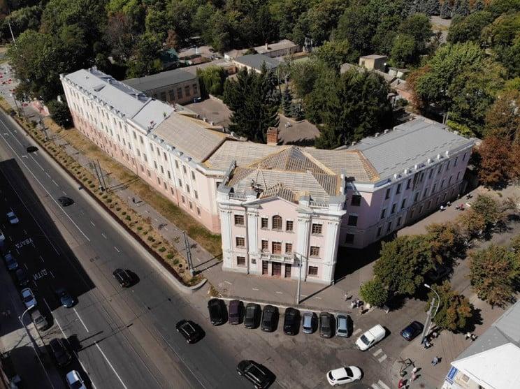 У Вінниці оновлюють гімназію, збудовану…