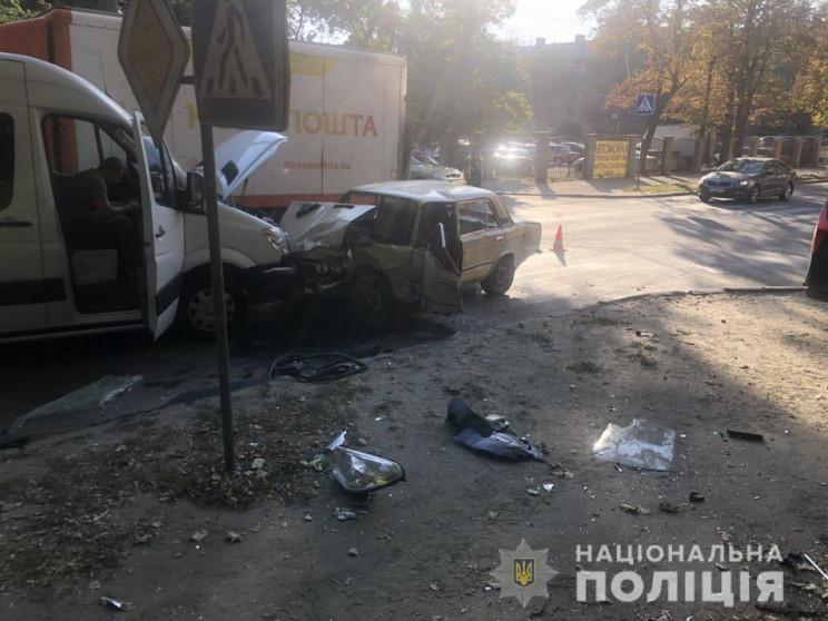 У Харкові розбилися три машини: До лікар…
