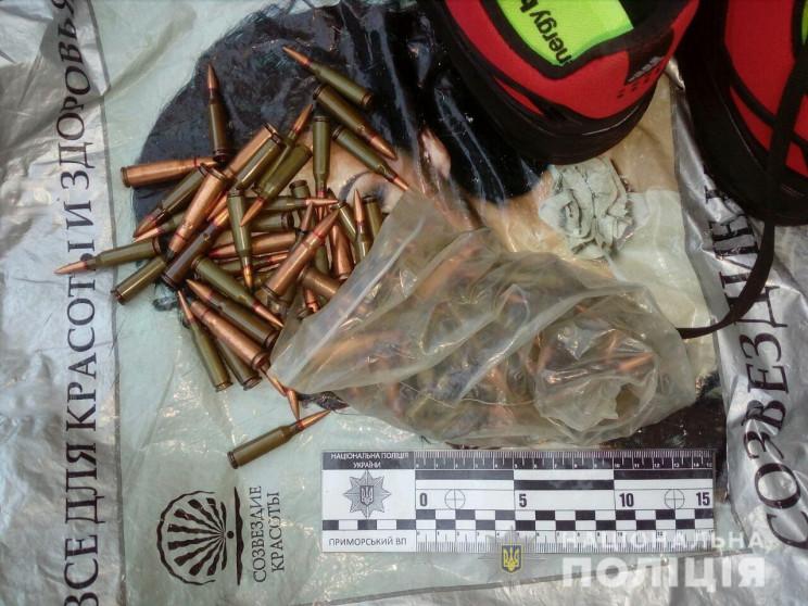 У центрі Одеси поліцейські вилучили у пе…