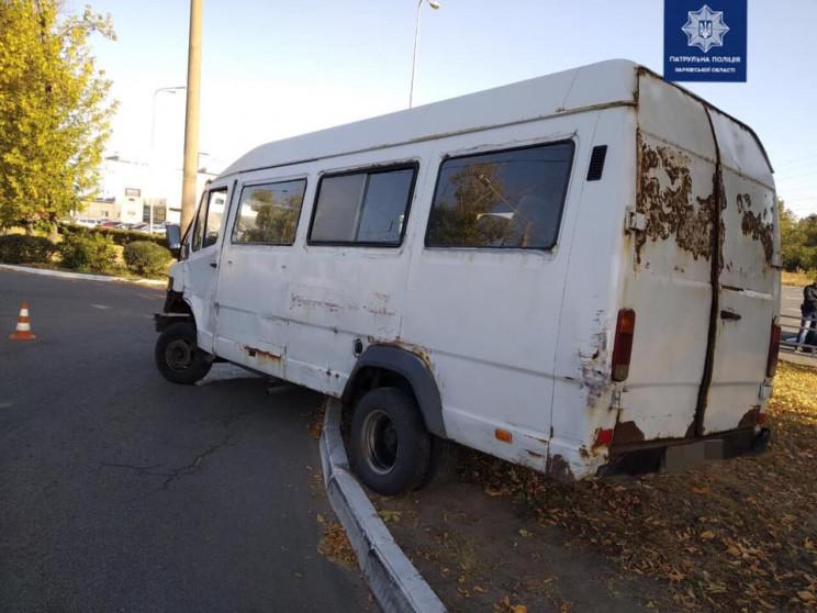 У Харкові біля супермаркету водій мікроа…