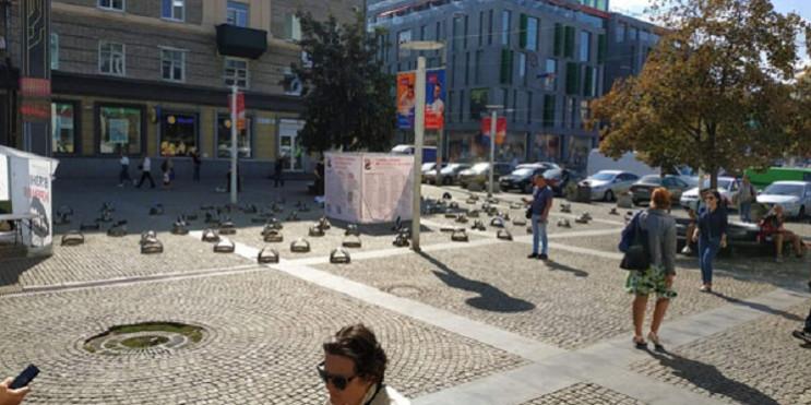 На центральній площі Дніпра розставили б…