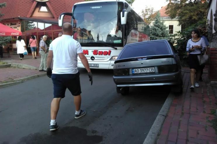 Як у Мукачеві іноземні туристи переносил…