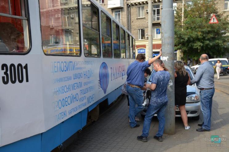 У центрі Дніпра трамвай протаранив припа…