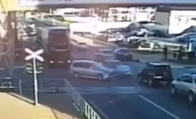 У Туапсе іномарка протаранила поліцейськ…