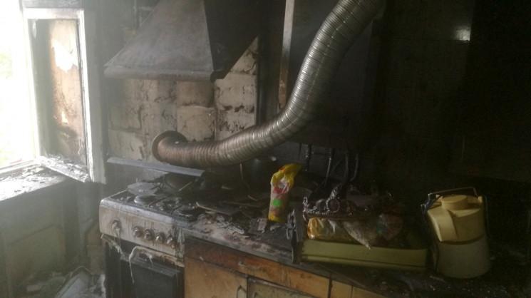 У Бродах на пожежі врятували матір з дво…