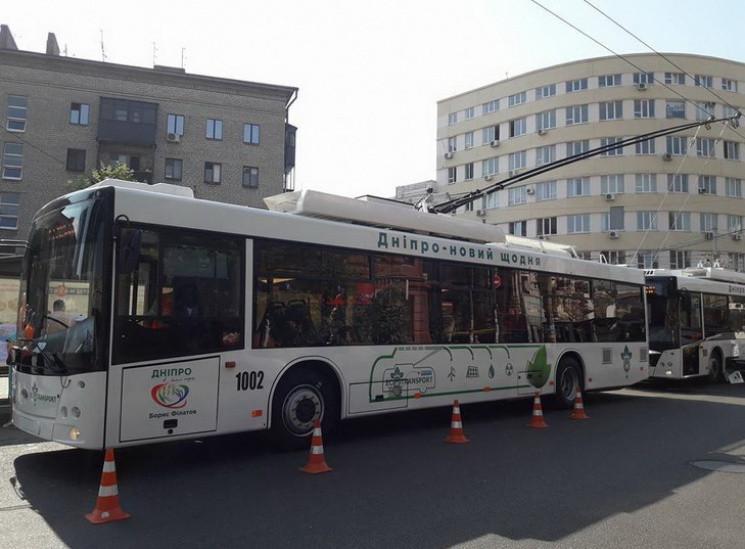Через Новий міст Дніпра запустили тролей…