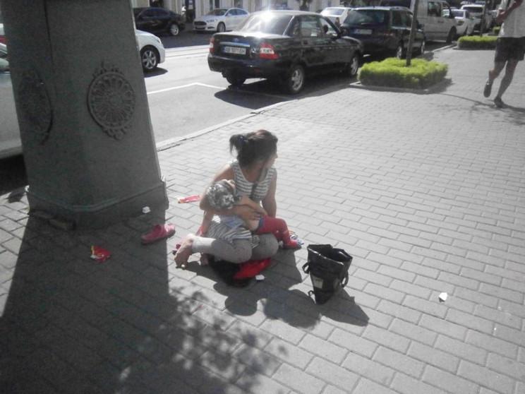 У Вінниці жінка жебракувала з підозріло…