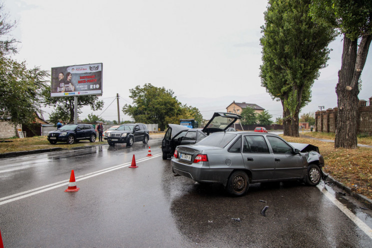 У Дніпрі дві автівки після ДТП перетвори…