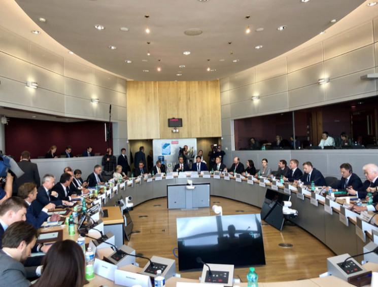 Мовчання Брюсселю: Хто виграє у газовій…