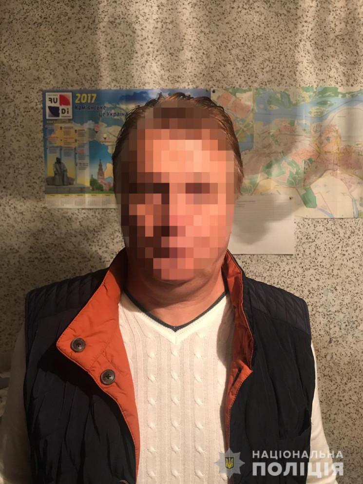 В Каменском мужчина развращал 12-летнюю…