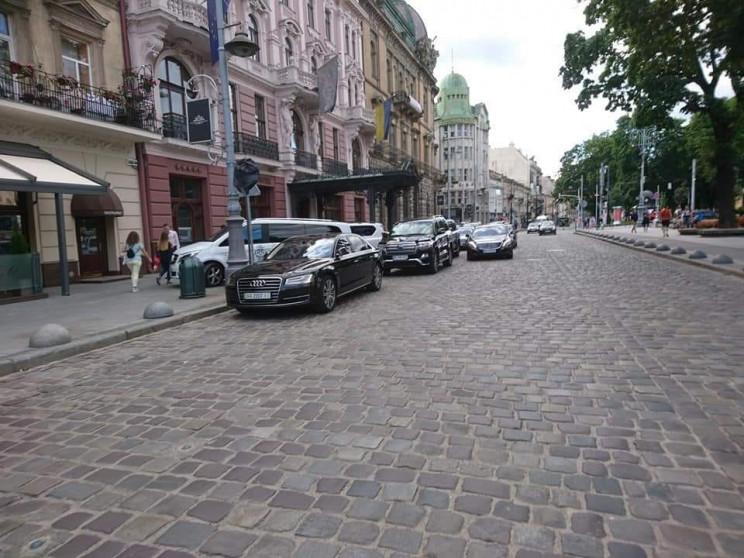 Львівські депутати дозволили паркуватись…