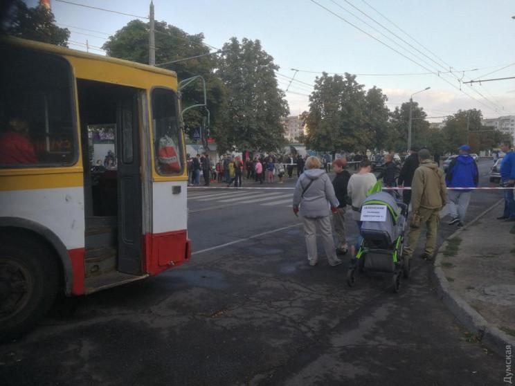 В Одессе женщина-водитель въехала в толп…