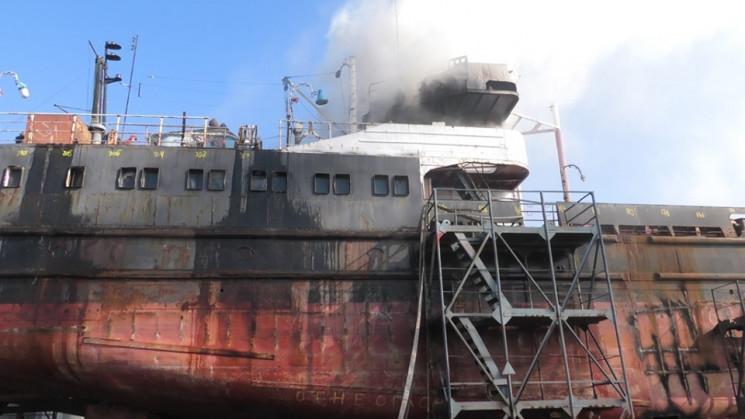 У Херсоні палав судноремонтний завод…