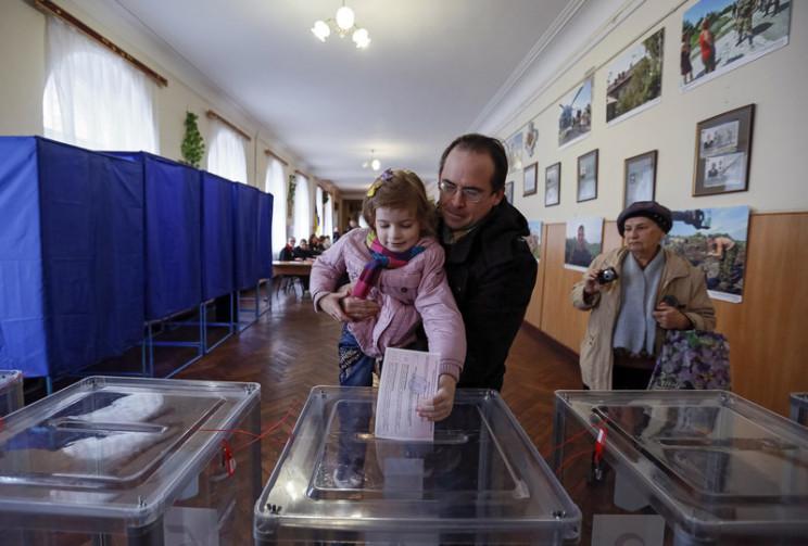 Селфі з бюлетенем: Чи зможуть українці ф…