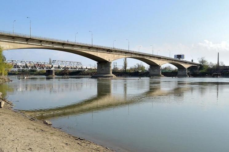 Строительство моста через реку Кубань на…