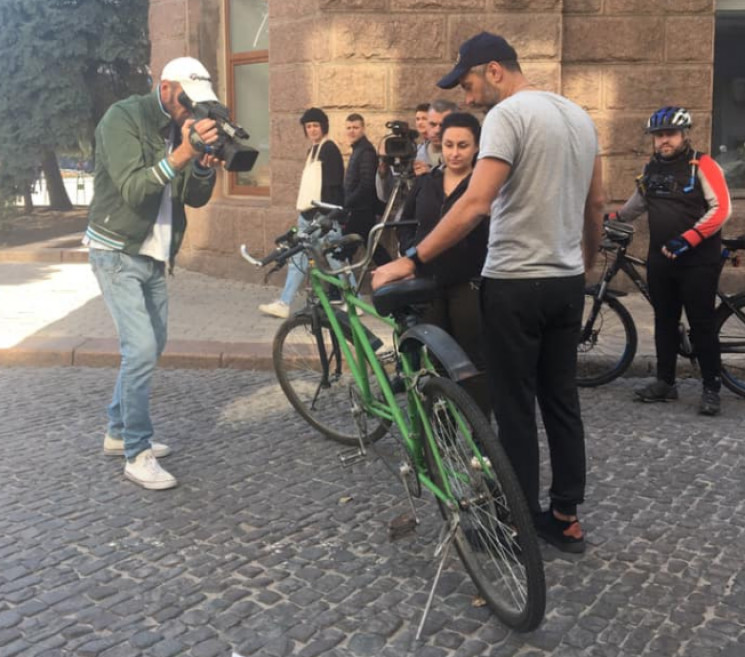 Кропивницкие активисты хотят купить вело…