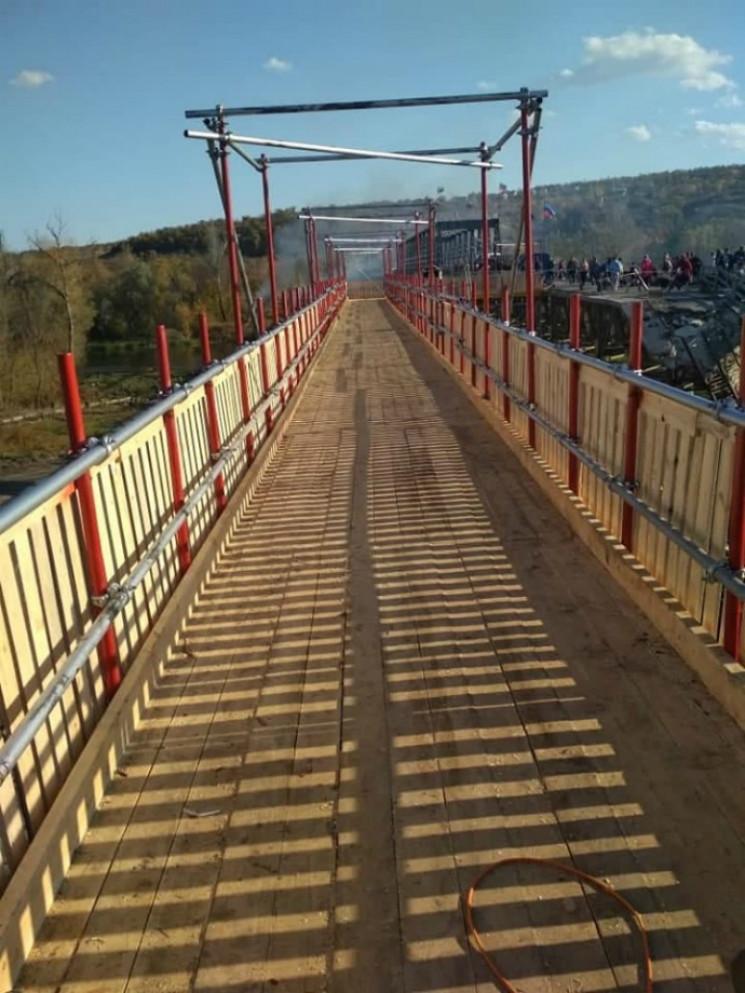 На тимчасовому мосту на КПВВ у Станиці в…