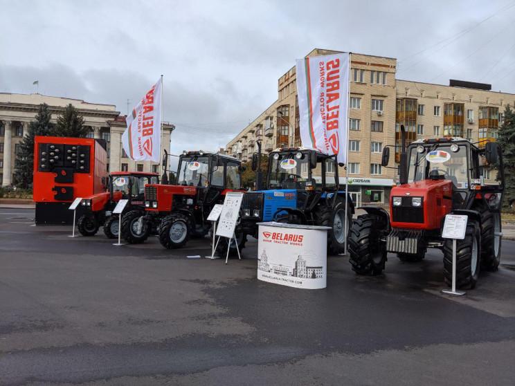 Трактори і спецтехніка: Як Лукашенка в У…