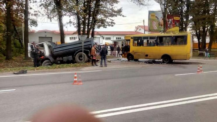 10 людей пострадали из-за столкновения м…