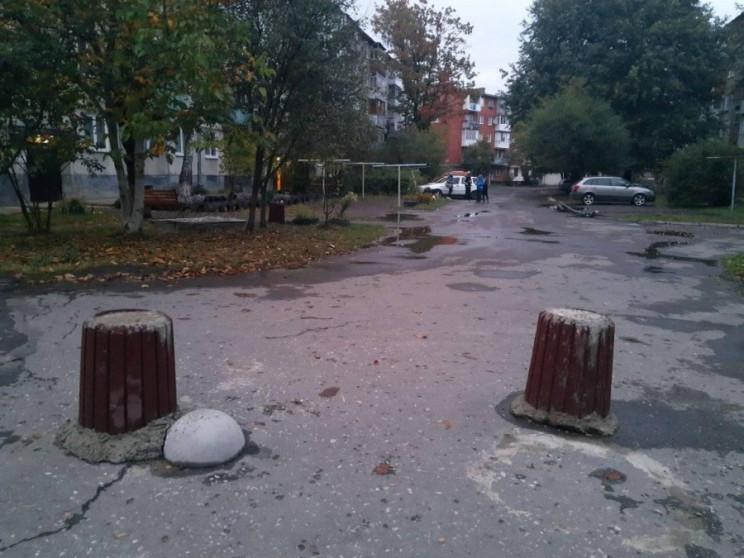 У Калуші невідомі залили бетон у сміттєв…