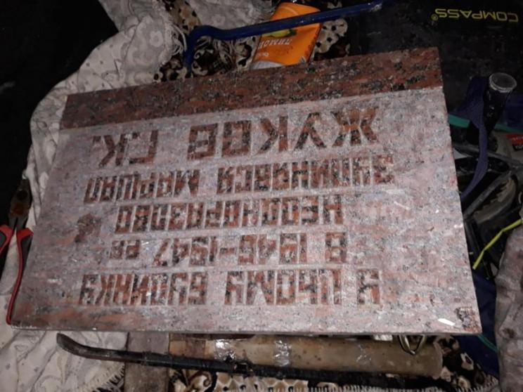 """У Миколаєві невідомі """"патріоти"""" знесли м…"""