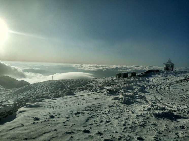 Сонячно і морозно: Вершина Попівана нага…