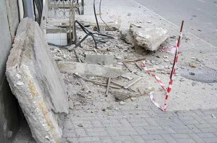 У Коблево обвалився балкон із трьома чол…