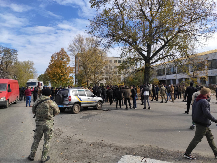 На Луганщині поліція зі стріляниною забл…