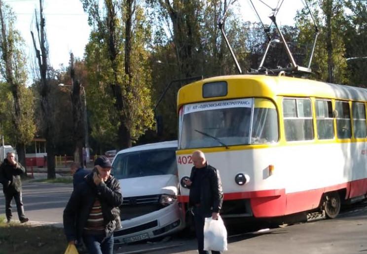 В Одесі через ДТП трамвай зійшов з рейок…