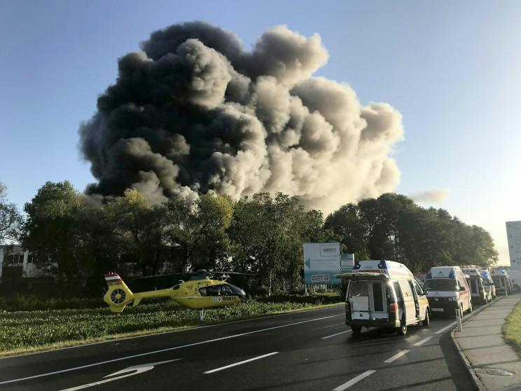Возле аэропорта в Австрии прогремел взры…