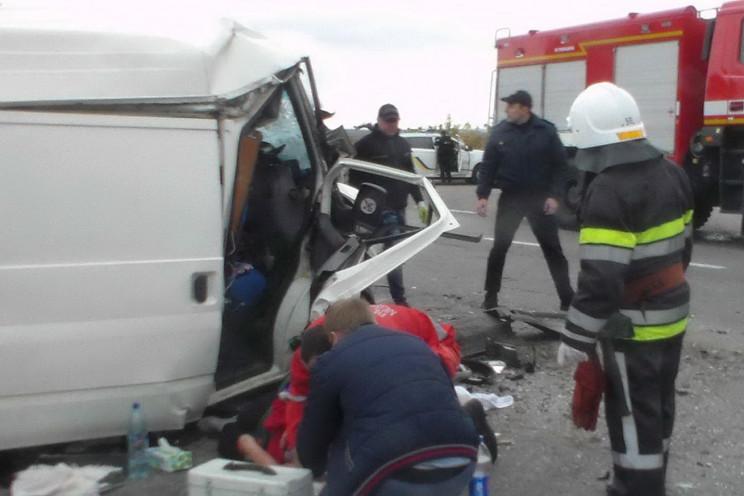 На Харківщині вантажівка зім'яла мікроав…