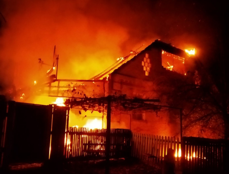 Під Сумами горів житловий будинок: Пожеж…