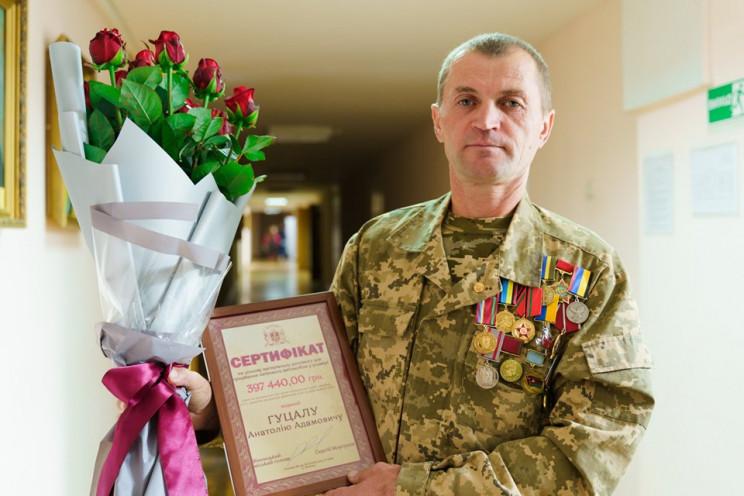 Вінничанину-атовцю подарували сертифікат…