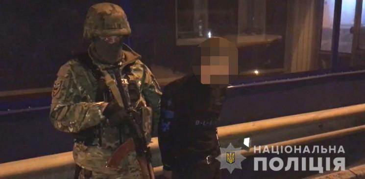 В Одесі затримали групу молодиків, яка н…
