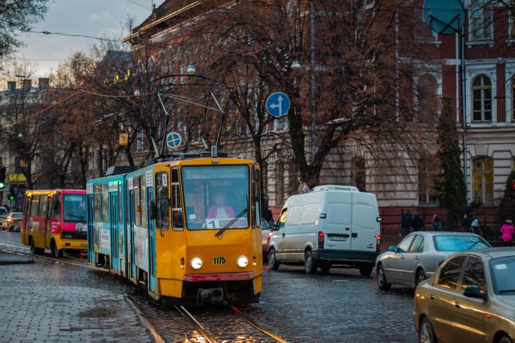 У Львові горить трамвай (ВІДЕО)…