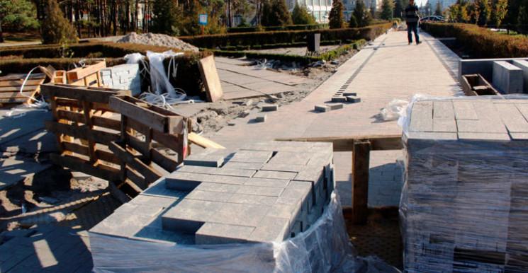 У Нетішині триває ремонт тротуарів…