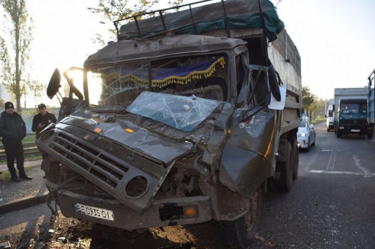 У Миколаєві зіткнулися дві вантажівки та…
