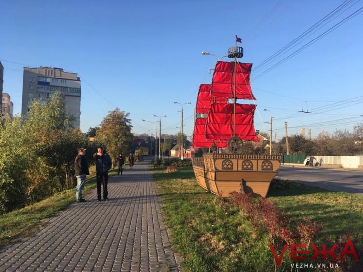 На Тяжилові з'явився корабель з червоним…