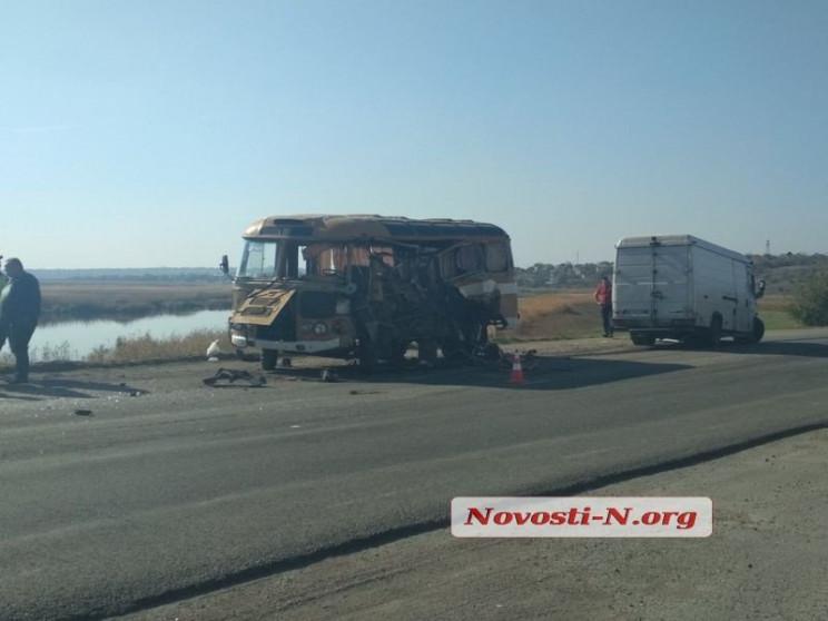 На Миколаївщині зіткнулися автобус із ві…