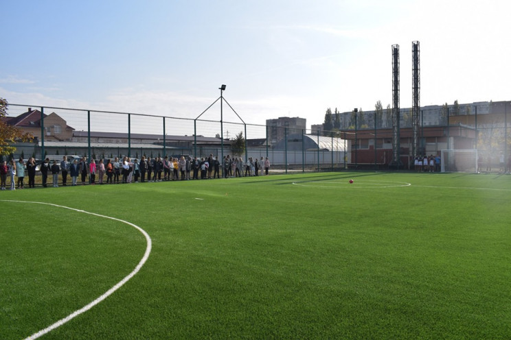 У гімназії Ужгорода звели спортивний май…