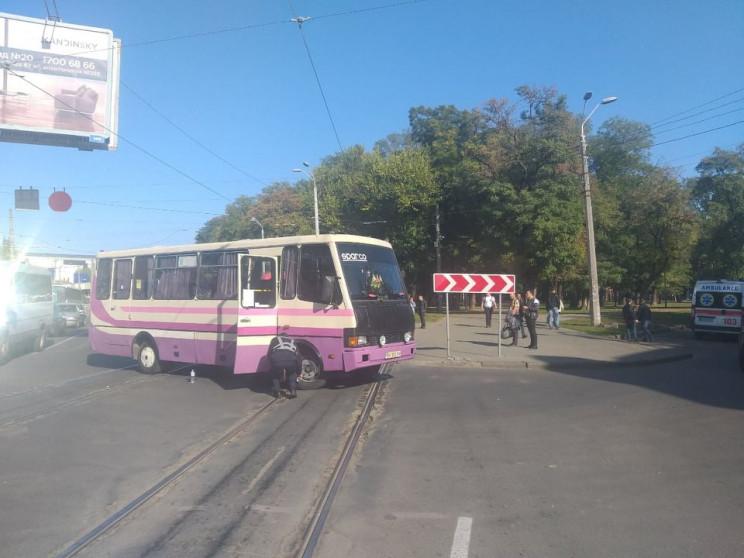 На Старосінній автобус збив літню жінку…