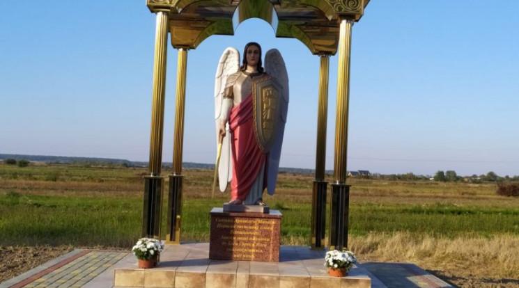 У Смерекові встановили 2,5-метрову скуль…