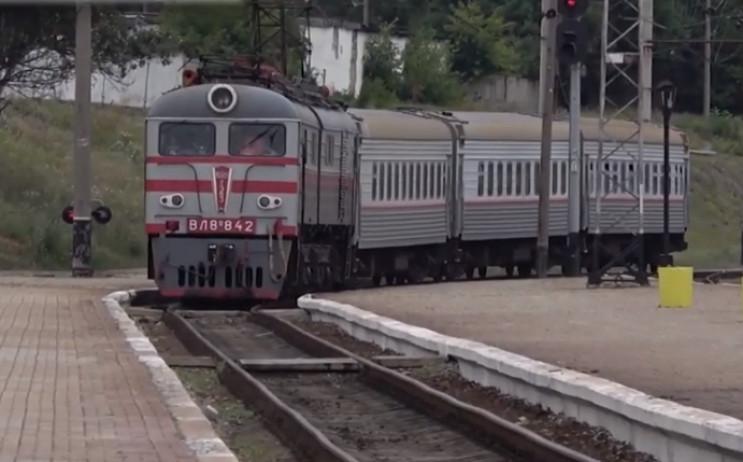 """В """"ДНР"""" немає поїздів, щоб їхати 30 годи…"""