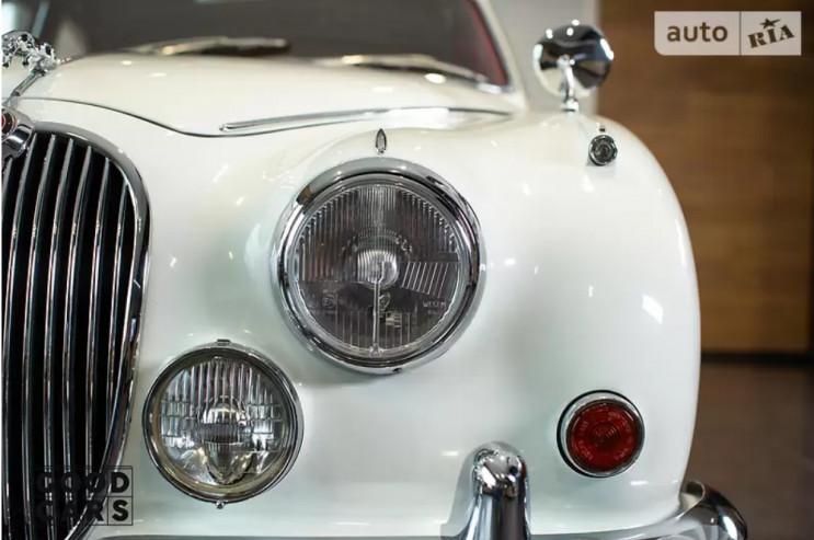 ТОП-7 раритетних автівок, які можна прид…