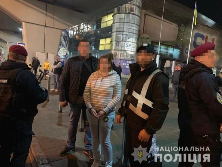 До України повернуто підозрювану у злочи…